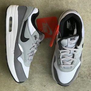 NWT Nike Air Max 1 Essential sz 3y (4.5 women's) NWT